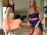 Mary und Aubrey I Lesben petite öffentliche Titten blinkende Pussy