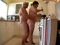 Granny und des Groß Spaß im Küche