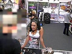 cliente loja de penhores Latina fica facialized