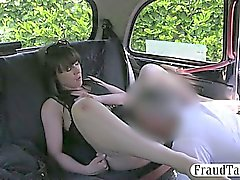 Cono aficionado Bastante perforados en asiento trasero del taxi
