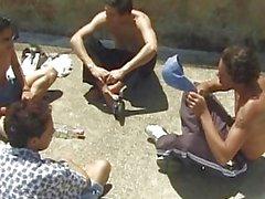 Havuz yakınındaki damnly kirli gay seks partisi üç Bayanlar