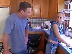 El culo Joven mujer follada por la cocina