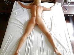 Eingedeicht - Petite Blonde Dominates Stepmom Mit Strap-On