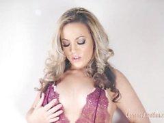Carmen Valentina Pleasing ihre Muschi