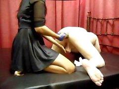 Amante Sujirra amministra alcuni Sesso con pugni di backdoor per lei schiavo maschio