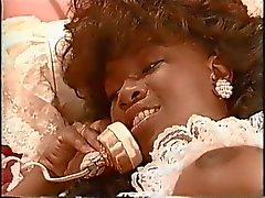 Afrikaanse vintage pornstar Sade geneukt door 2 witte