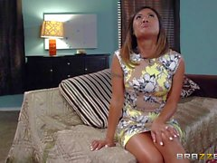 Азиатского жену Kaylani Lei любит дает минетом