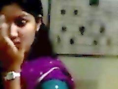 indian Studenten kyss med pojkvän