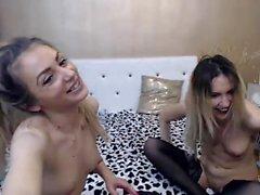 Blonde lesbische Babe Finger und leckt eine nasse Pussy