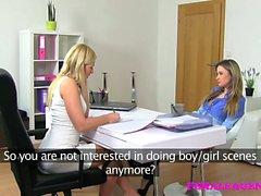 FemaleAgent Schönes blonden bisexual verführt geile Mittels