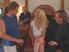 Caldo bionda moglie goduto di un grande sesso