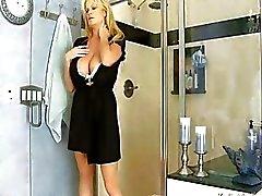 Busty Kelly Мэдисон Имея Hot моющим средством Секс в душ