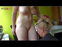 Handyman filmt twee bloedgeile blonde mokkels
