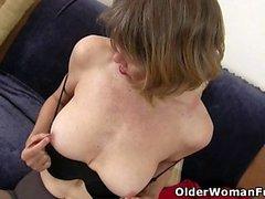 USA Milf Jacqueline si prende cura della sua vasta fica rosa aperta