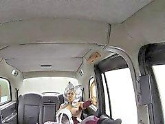 Costumée salope défoncer chauffeur de taxi de