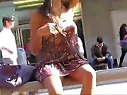Азиатский Мигает в общественных местах без штанов