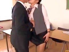 3 Guys Toplantı Odada Onların Cocks Sucking ile Office Lady Öpüşme