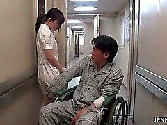 Seksikäs Aasian nurse sekoaa