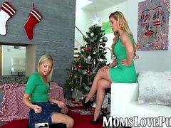 Lezbiyen anne ve Noel gününde sevimli üvey kızı patlama