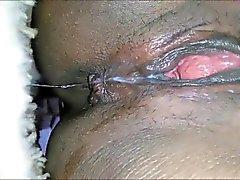 Negro el MILF masturba y eyacula