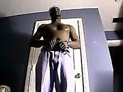 Большой черный волосатое тело крана лишь пикс Davonte любит похвастаться