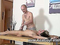 Hot gay britti poika Oli Jay on roped alaspäin olevan taulukon , tyhjään sulavaa ja