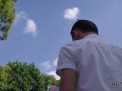 HUNT4K. Guy bot Geld für Gelegenheit zu ficken Schönheit an seinem Platz