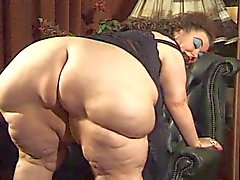 BBW farmors dildoed samt fisted