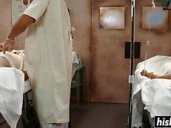 Бриана Блэр проникает в ее киску