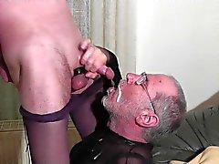 огромный заряд Cum по лицо и в рот