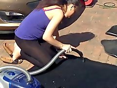 Voisine enceinte et délaissée de lavage de voitures ( non nude )