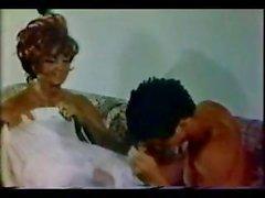 Классические порно с 70-ых со грудастая брюнетки становятся пробурены