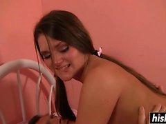 Abby Cross wird in ihrem Zimmer gefickt