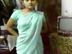 Индийская девочка в Сари соблазнение