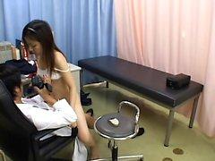 Hospital milf fodido pelo médico na câmera escondida
