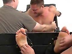 Torturando mens bolas gay porn videos muscular Tyrell cosquilleados