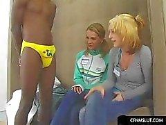 Блондинок любят смотреть жесткий петух