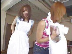 ZENSIERTES L063 Japanese girls vorführen neuer Schürzen in