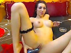 Sexy Babe курит и фаллоимитаторы киску на веб-камеру