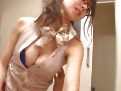 Asiatico in vetri Meisa Chibana Handjobs e pompini la Janitor
