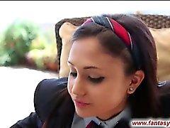 Schoolmeisje zuigt lollipop en pik