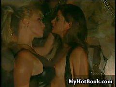 De grande boobed Lesbians Sindee Coxx et le Stéphanie Swif