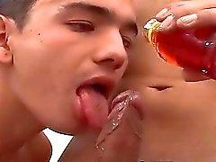 Der reizvollen Walter genießt ohne Kondom gedreht mit seinem Freund von Hernan aufweist