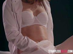 Nurse Doctor Mia cura Maria Torta com Strapless Dildo Fodendo