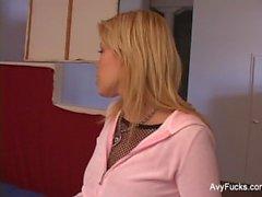 Gia Paloma fogar Avy Scott av en sexig en trekant