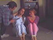 Chicas estudiantes pijama atado y amordazado