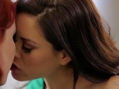 Elle Alexandra, Shyla Jennings, Acción Lesbiana Caliente