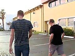 Junges Homosexuell feet Pornovideos Ass bei der Tankstelle