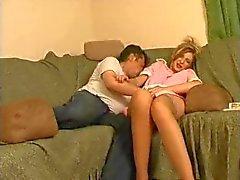 verdrehen Mann möchte seinem jungen Zimmermädchen