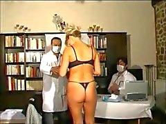 Giugno patiente chez 2 gynécos di Tres pervers